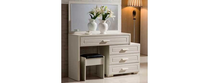 Столики с зеркалом: трюмо – важная мебель в доме